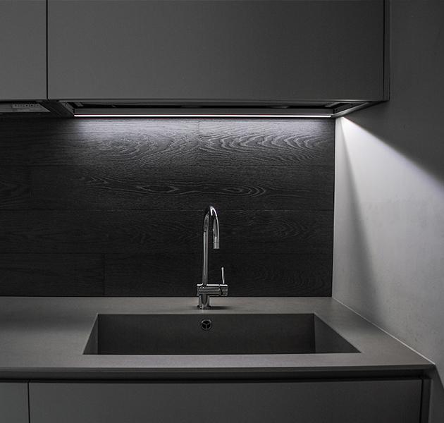 Cucina Realizzata in Legno Scuro Otello Design