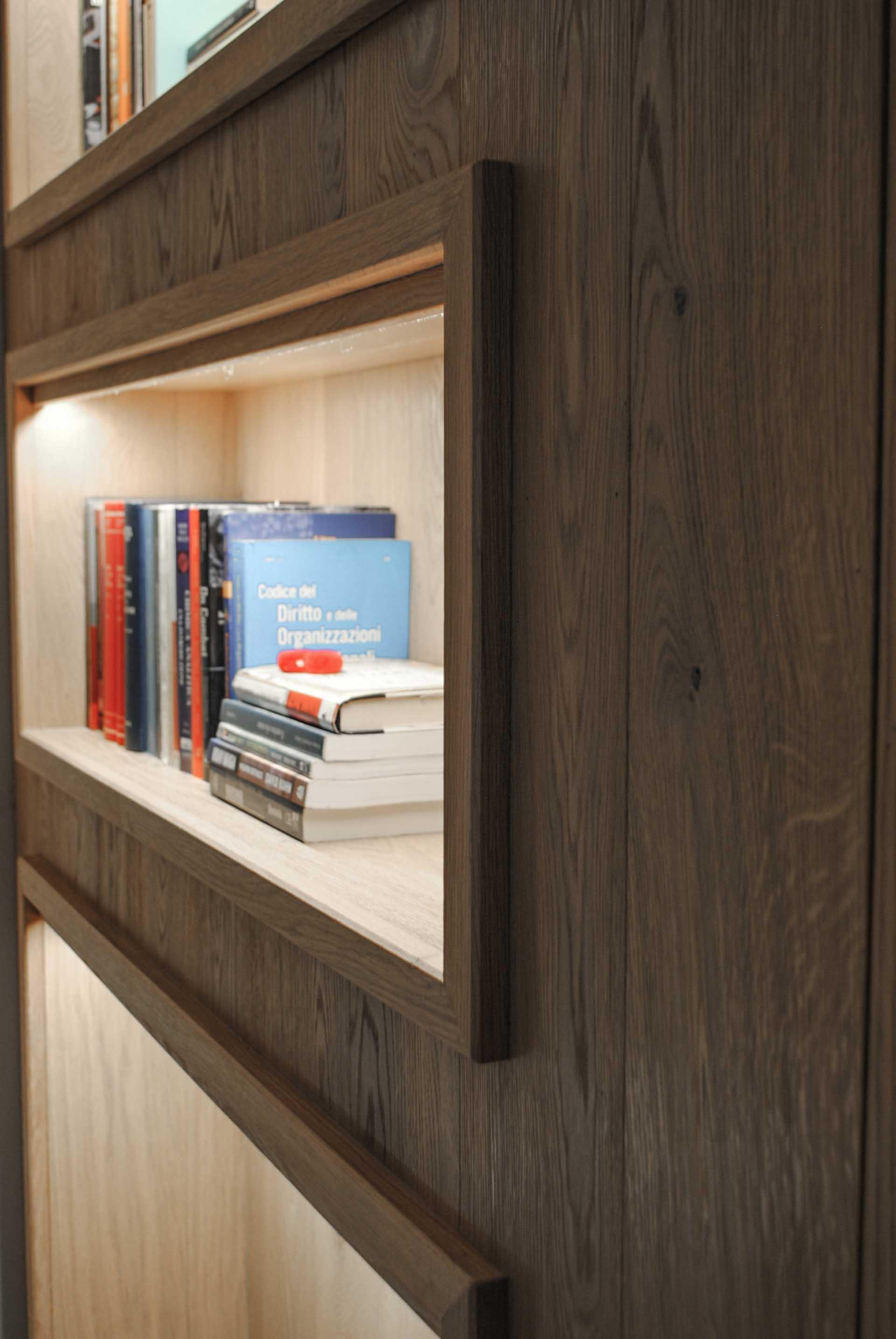 parete-con-libreria-e-porta-a-scomparsa-rovere-riflesso-06 ...